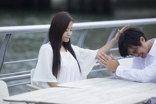 若い男女のカップルの写真素材 [FYI00921976]