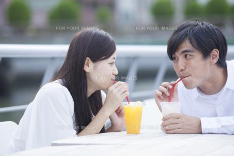 若い男女のカップルの素材 [FYI00921982]