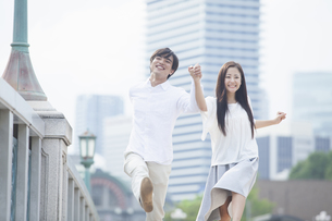 若い男女のカップルの写真素材 [FYI00921984]