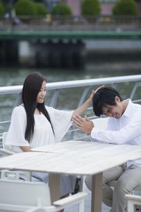 若い男女のカップルの写真素材 [FYI00921996]