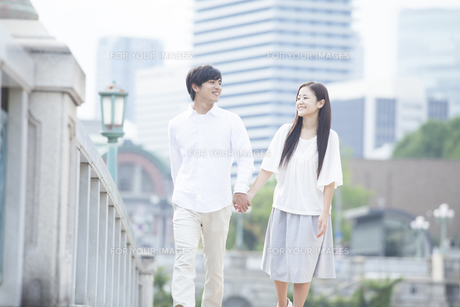 若い男女のカップルの素材 [FYI00921998]