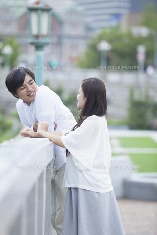 若い男女のカップルの写真素材 [FYI00922028]