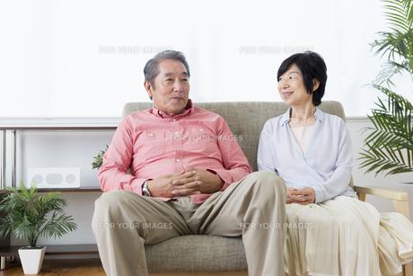 談笑する老夫婦の写真素材 [FYI00922031]