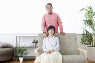 くつろぐ老夫婦の写真素材 [FYI00922034]