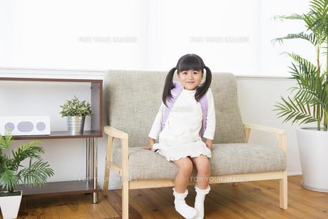 ランドセルを背負う女の子の写真素材 [FYI00922053]