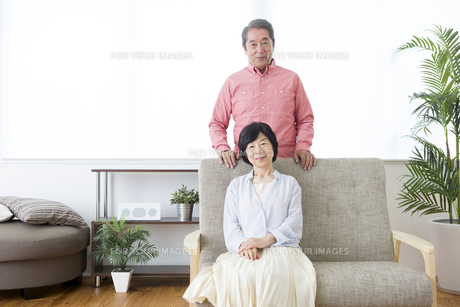 くつろぐ老夫婦の写真素材 [FYI00922064]