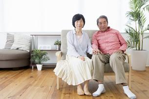 くつろぐ老夫婦の写真素材 [FYI00922087]