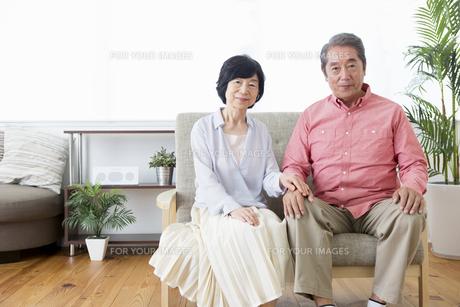くつろぐ老夫婦の写真素材 [FYI00922118]