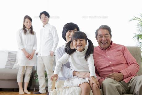 団欒する家族の写真素材 [FYI00922188]