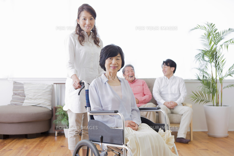 介護家族の素材 [FYI00922201]