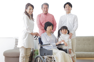 介護家族の素材 [FYI00922207]