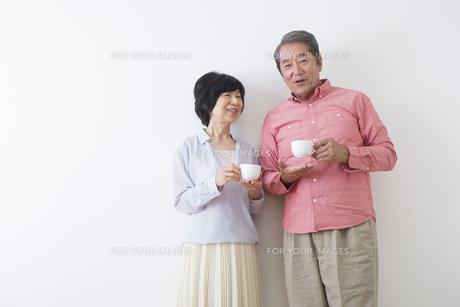 くつろぐ老夫婦の写真素材 [FYI00922219]