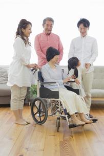 介護家族の素材 [FYI00922220]