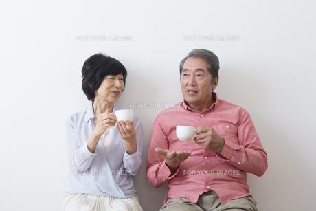 くつろぐ老夫婦の写真素材 [FYI00922223]