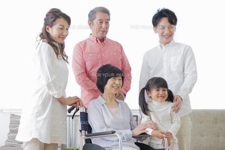 介護家族の写真素材 [FYI00922224]