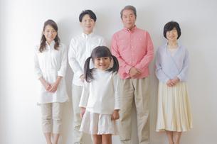 団欒する家族の写真素材 [FYI00922230]