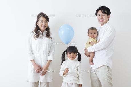 団欒する家族の写真素材 [FYI00922233]