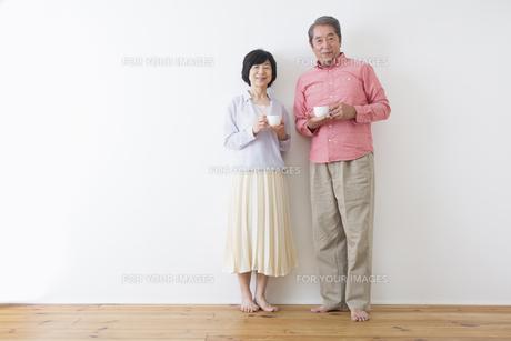 くつろぐ老夫婦の写真素材 [FYI00922234]