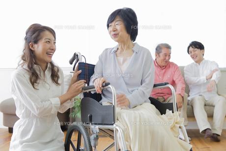 介護家族の写真素材 [FYI00922235]