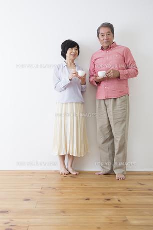 くつろぐ老夫婦の写真素材 [FYI00922250]