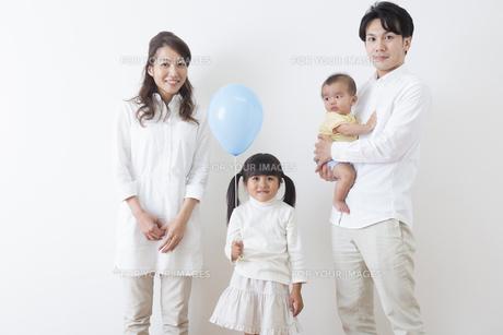 団欒する家族の写真素材 [FYI00922252]