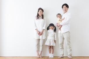 団欒する家族の写真素材 [FYI00922257]