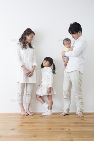 団欒する家族の写真素材 [FYI00922260]