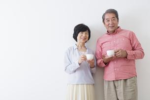くつろぐ老夫婦の写真素材 [FYI00922261]