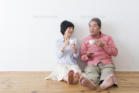 くつろぐ老夫婦の写真素材 [FYI00922262]
