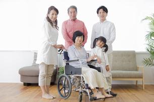 介護家族の素材 [FYI00922264]