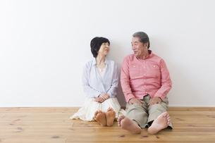 くつろぐ老夫婦の写真素材 [FYI00922272]