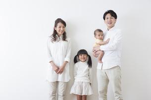 団欒する家族の写真素材 [FYI00922274]