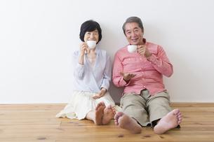 くつろぐ老夫婦の写真素材 [FYI00922278]