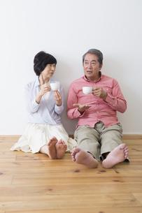くつろぐ老夫婦の写真素材 [FYI00922281]