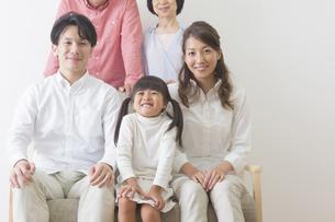 団欒する家族の写真素材 [FYI00922285]