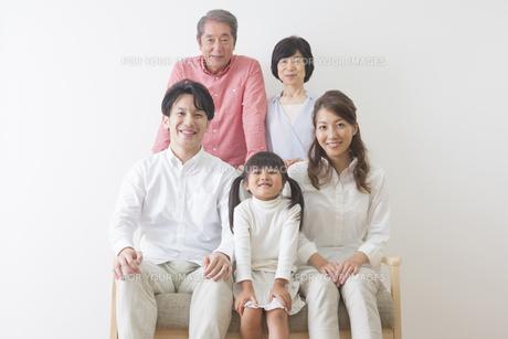 団欒する家族の写真素材 [FYI00922289]