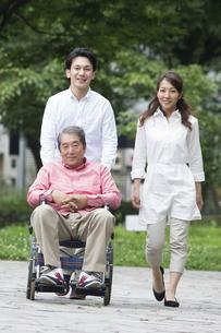 介護家族の写真素材 [FYI00922292]