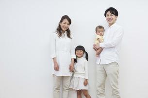 団欒する家族の写真素材 [FYI00922305]