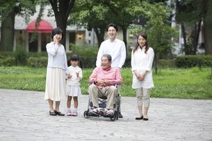 介護家族の写真素材 [FYI00922310]