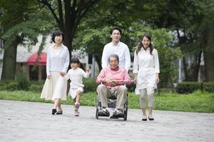 介護家族の素材 [FYI00922315]