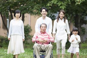 介護家族の写真素材 [FYI00922327]
