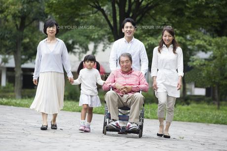 介護家族の素材 [FYI00922369]
