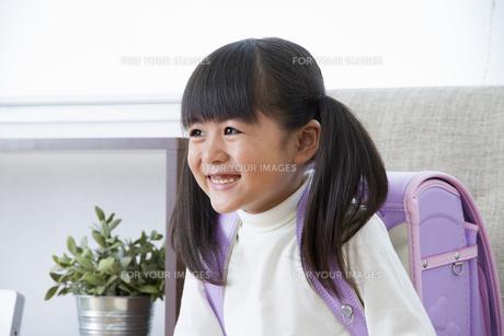 ランドセルを背負う女の子の写真素材 [FYI00922380]