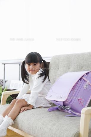 ランドセルと女の子の写真素材 [FYI00922385]