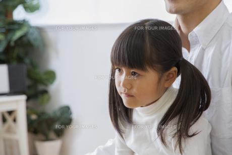 団欒する家族の写真素材 [FYI00922393]
