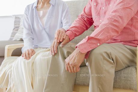 くつろぐ老夫婦の写真素材 [FYI00922397]
