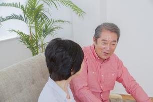 くつろぐ老夫婦の写真素材 [FYI00922407]