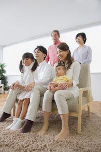 団欒する家族の写真素材 [FYI00922418]