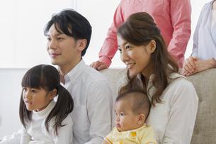 団欒する家族の写真素材 [FYI00922425]