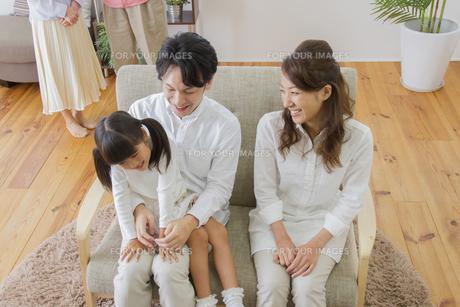 団欒する家族の写真素材 [FYI00922445]
